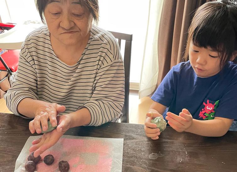新潟出身のお母様と親子3代で笹団子作り